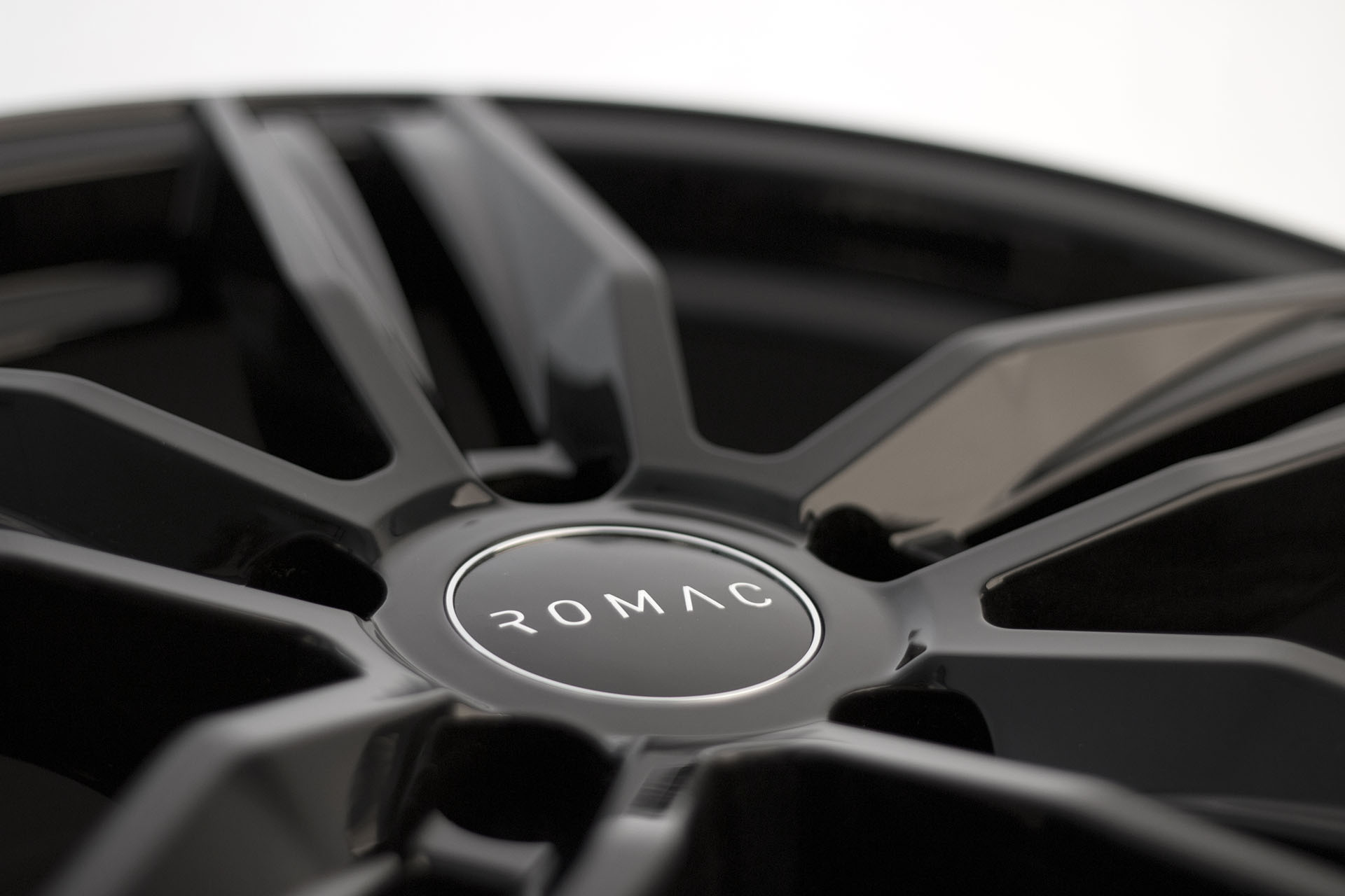 romac venom gloss black alloy wheels leeds